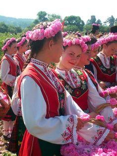 Фестивал на розата, Казанлън, България - древни традиции / Rose Festival, Kazanlak, Bulgaria - ancient traditions