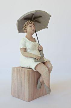 dicke Frau mit Schirm, 18 x 17 x 30 cm (BxTxH)