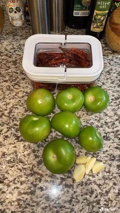 Hot Sauce Recipes, New Recipes, Cooking Recipes, Healthy Recipes, Tomatillo Salsa Recipe, Tomatillo Verde, Mexican Salsa Recipes, Diy Food, I Love Food