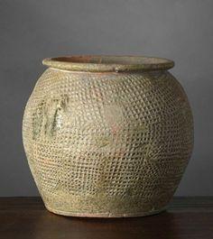 POT VIETNAM PÉRIODE HAN-VIET, 1°-3° siècle Terre-cuite, H. 15 cm Jarre à décor…