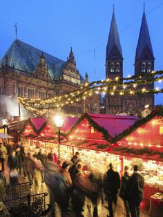 Everyone I know who has been/lived abroad in Europe greatly misses Christmas Markets. I miss the spiced wine and chocolate goodies that I found at the marches in Chambery and Grenoble.