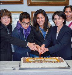 Partiendo el pastel de la celebración de los 15 años de la Unidad de Investigación en Medicina de la Adolescente en el Instituto Nacional de Perinatología | Ciudad de México
