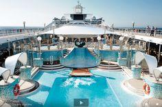 Piscina a bordo del #MSCPoesia