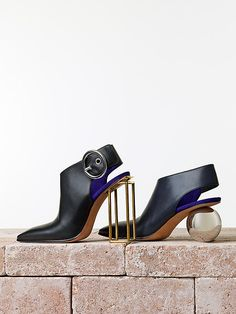 The Cruel Shoes - Examples 3 & 4 - Celine Sphere Heel Slingback Bootie Look Fashion, Fashion Shoes, Fashion Accessories, Fashion Women, Crazy Shoes, Me Too Shoes, Weird Shoes, High Heel Pumps, Mode Shoes
