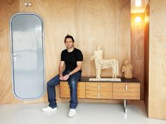 O estilo high-tech de Xavier Veilhan Estilo High Tech, Xavier Veilhan, Venice Biennale, Vogue, French Artists, Console Table, Studio, Storage, Furniture