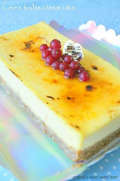 Crème Brulee Cheesecake: makes one cheesecake Ingredients Base: digestives melted butter Cheesecake: cream cheese caster sugar yolks egg cream sour cream 1 tsp vanilla Brownie Desserts, Just Desserts, Creme Brulee Cheesecake, Cheesecake Recipes, Dessert Recipes, Cookbook Recipes, Yummy Treats, Sweet Treats, Yummy Food