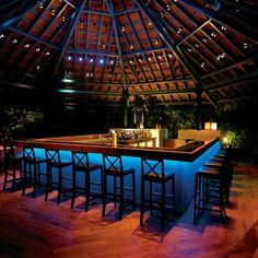 Blue Bar, the lounge of Taj Westend is a contemporary signature to the a lounge concept.Located in the middle of the relaxed country club atmosphere in Taj West End, there is one very high-energy anomaly - the Blue Bar. Quaff a Curry Leaf Martini next to the blue pulsating bar and it is to get caught up in the mood.