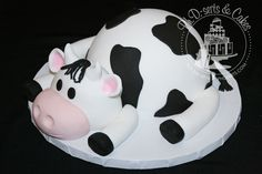 Another close-up of the cow smash cake. You wanted another look, didn't you? Cow Birthday Cake, Cow Birthday Parties, 2nd Birthday, Birthday Ideas, Cow Cakes, Fondant Cakes, Cupcake Cakes, Pastel Rectangular, Farm Cake