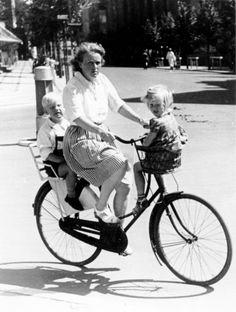 BARNDOMMENS CYKEL: MOR MED BØRN, 1950'ERNE