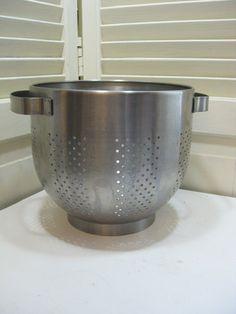 Stainless Steel Colander Strainer and Kitchen Serving Bowl Set for Salad Fruit Vegetable Rice Washing Draining Preparing Metal Nesting Strainer Bowl 26cm Colander with Bowl