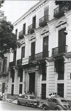 1970.- Fotografía en b/n  Edificio de la sección de letras sito en la Avenida del Generalísimo, 23 – Es29072ADPM LG 8788:5-6