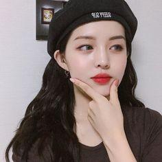 Best Long-wearing, Non-drying Lipstick (Paraben Free and Vegan) Pretty Korean Girls, Korean Makeup Tutorials, Luscious Hair, Beauty Studio, Ingrown Hair, Pretty Eyes, Makeup Geek, Ulzzang Girl, Cute Girls