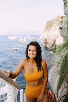Tall Fashion Tips Italy Part Four: Capri Day Trip Guide Capri Outfits, Italy Outfits, Street Style Summer, Autumn Street Style, Summer Vacation Outfits, French Fashion, Petite Fashion, Men Style Tips, Fashion Tips For Women