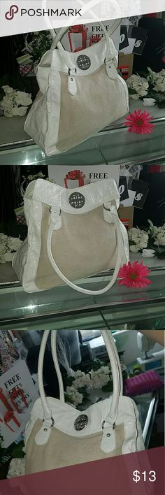 Kathy Landry shoulder bag Kathy Landry shoulder bag / satchel in excellent condition large bag can measure if needed also has feet on the bottom of the bag to keep it from getting dirty or damaged Kathy Landry  Bags Satchels