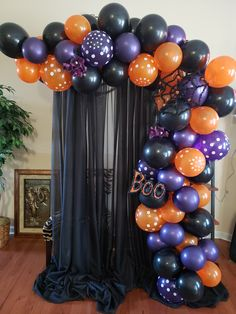 Awesome Halloween Decor Ideas With Balloons To Try Right Now Bolo Halloween, Halloween Birthday, Halloween Party Decor, Halloween House, Halloween Kids, Halloween Backdrop, Halloween Balloons, Diy Halloween Decorations, Halloween Garland