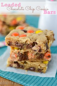 Time to clean out your pantry and make some Loaded Chocolate Chip Cookie Bars! A basic bar cookie is filled with an assortment of delicious add-ins! Chocolate Chip Cookie Bars, Semi Sweet Chocolate Chips, Salted Chocolate, Chocolate Treats, Chocolate Brownies, White Chocolate, Cakepops, Cookie Recipes, Dessert Recipes