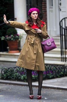 6x09 Sonia by Sonia Rykiel dress.  Carven coat.  Bvlgari bag.  Valentino shoes.  Badgley Mischka necklace. She is co cool. I love how she just hails a cab like a boss. And her matching bag and beret....Ah!