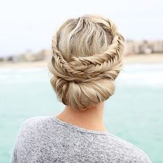 In love with this mixed fishtail updo by @anniesforgetmeknots  YAY??