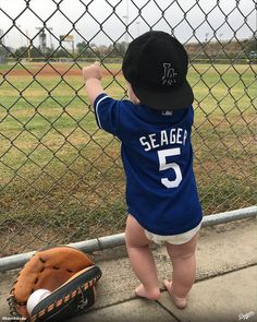 """78.9k Likes, 517 Comments - Los Angeles Dodgers (@dodgers) on Instagram: """"Waiting for Dodger baseball (via @kerrihordo). Don't forget to tag us in your photos from the 2017…"""""""