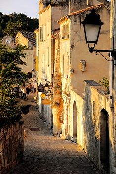 Sunset alley in Les Baux-de-Provence