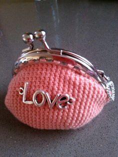 monedero rosa love