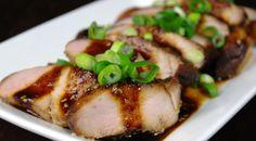 Deze Oosters gemarineerde varkenshaas doet het goed als tapa, warm borrelhapje of als amuse voor een (kerst)diner.