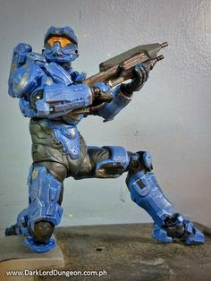 Note the mounting peg for the MA5D Assault Rifle on his back. No the booster rockets don't come off, unlike that of John 117, and yes, SPARTAN Thorne can reach his MA5D.  McFarlane Toy's SPARTAN Thorne is wonderfully articulated and has all the capabilities of John 117.  Yes, SPARTAN Thorne can kneel.  #HALO #HALO4 #Spartan #SpartanThorne #GabrielThorne #Review