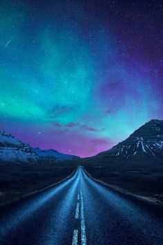 aurora borealis a road - The iPhone Wallpapers Aurora Borealis, Beautiful Sky, Beautiful World, Cool Pictures, Beautiful Pictures, Nature Pictures, Galaxy Wallpaper, Starry Night Iphone Wallpaper, Iphone 7 Wallpaper Backgrounds