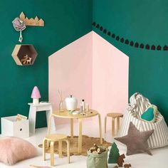 Playful & Chic corner wall art found on Mommo Design | Tinyme Blog