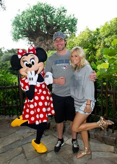 Carrie Underwood and Mike Fisher Meet Minnie Mouse at Walt Disney World Resort ~~ What a CUTE couple! Carrie is one of my favorite female country singers. Carrie Underwood Mike Fisher, Carrie Underwood Photos, Carrie Fisher, Carrie Underwood Husband, Disney World Resorts, Disney Parks, Walt Disney, Disney Fun, Disney Magic