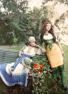 Autochrome, Paris ca 1905.  I am not sure if this is an autochrome or that the date is incorrect.