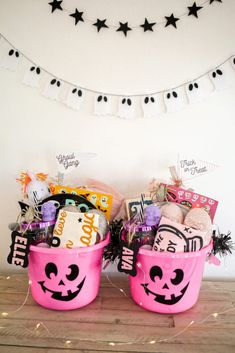 Pink Halloween, Halloween Birthday, Halloween Season, Halloween Party Decor, Holidays Halloween, Halloween Treats, Haloween Party, Halloween Festival, Halloween Gift Baskets