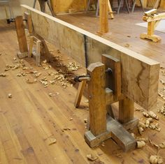 stand with vice-clamp to hold piece, plane or work a long edge, boat plank; the plank becomes part of the rigidity.