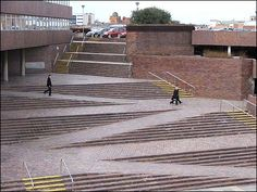http://www.bbc.co.uk/wear/content/images/2006/03/27/civic_centre_stairs_carpark_470x353.jpg