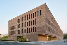 AUSZEICHNUNG | Öffentliche Bauten: Bibliothek der Universität und Hochschule, Osnabrück, ReimarHerbst.Architekten…