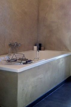 http://betonlookdesign.nl/images/betonlookdesign%20bathroom%202%20lg.jpg