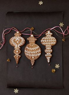 beautifully iced gingerbread Christmas tree decorations / GINGERBREAD