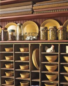 Yellowware Collection Kept on a shelf above his yellowware collection are bolts of homespun fabric that Pryor uses as tablecloths and decoration. Decorating with American Country Antiques - House Tour - Country Living Prim Decor, Country Decor, Primitive Decor, Country Homes, Country Living, Country Kitchen, Country Cottages, Primitive Antiques, Primitive Homes
