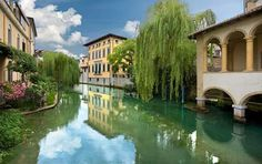 Guide to Sacile. Tourist information and places to visit in Sacile. Set out to discover Friuli Venezia Giulia Best Of Italy, Seaside Resort, Tourist Information, The Beautiful Country, Visit Italy, Trieste, Travel Abroad, World Heritage Sites, Small Towns