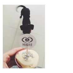 Meninas lembrado, amanhã atenderemos das 9h as 14h!! Fotinho da @karolboos com o fofo do Will desejando nosso cupcake, muito amor!