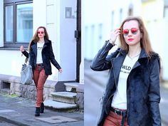 Get this look: http://lb.nu/look/8649119  More looks by Rimanere nella Memoria: http://lb.nu/jeannette  Items in this look:  Ray Ban Sunglasses, Takko Fashion Vest, Fritzi Aus Preussen Bag, Amor, Trust & Truth Pants   #casual #street #rayban #streetstyle #streetfashion #fashionblog #outfit #womenswear #bloggerfashion