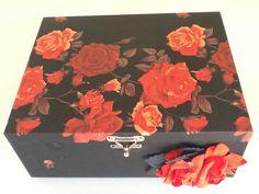 Tecido floral envelhecido,caixa para bijuterias com bandeja!!