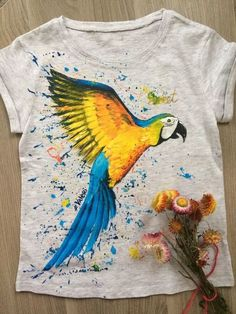 birds on t-shirt hand-painted: 12 thousand images found in Yandeks. Fabric Paint Shirt, Paint Shirts, T Shirt Painting, How To Dye Fabric, Fabric Painting, Fabric Art, Fabric Crafts, Hand Painted Dress, Hand Painted Fabric
