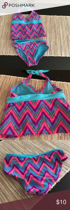 girls tankini 4-5 XS Super cute swimsuit by Target. Size girls X small 4-5. Really colorful, with full coverage bottoms and top ties around neck Xhilaration Swim Bikinis