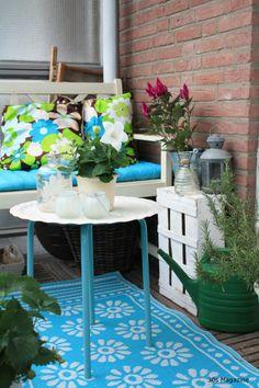 Green balcony / windowsill - via @Shelia Little Magazine