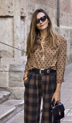 Ways To Style A Button-Down Shirt Plaid pants + dots button down shirt The post Ways To Style A Button-Down Shirt & All around 2 appeared first on Plaid pants . Work Fashion, Fashion 2020, Fashion Prints, Fashion Looks, Fashion Outfits, Woman Outfits, Fashionable Outfits, Dressy Outfits, Stylish Outfits