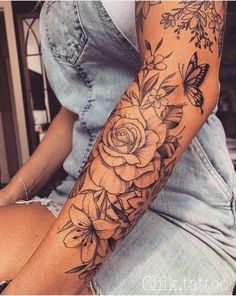 Amazing And Attractive Floral Tattoo Designs You Must Love; ideen mandala 35 Amazing And Attractive Floral Tattoo Designs You Must Love - Page 3 of 35 - Chic Hostess Forearm Sleeve Tattoos, Best Sleeve Tattoos, Body Art Tattoos, Arm Sleeve Tattoos For Women, Tatoos, Tattoo Drawings, Hot Tattoos, Forearm Flower Tattoo, Ladies Back Tattoo