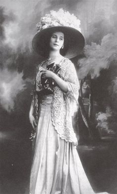 Anna Pavlova - Russian ballet dancer, prima ballerina of the Mariinsky Theater in one of the greatest ballet dancers of the century Vintage Pictures, Old Pictures, Old Photos, Vintage Ballet, Vintage Girls, History Of Dance, Russian Ballet, Ballet Photos, Edwardian Fashion