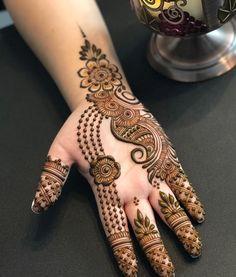 Here are stylish and latest Front Hand Mehndi Designs, Choose the best. Bridal Mehndi Images, Arabic Bridal Mehndi Designs, Indian Mehndi Designs, Mehndi Designs For Hands, Henna Designs, Top Female Fitness Models, Legs Mehndi Design, Mhendi Design, Craft Eyes