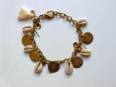 P116 Pulseira (de mão ou tornozelo) correntes douradas, chapinhas love, búzios-Peça únicaNãoSóRoupa SS15| Espírito Livre Design by Patrícia Domingues naosoroupa@gmail.com